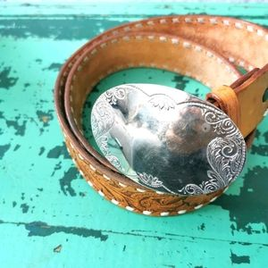 VINTAGE | Tooled leather belt with buckle